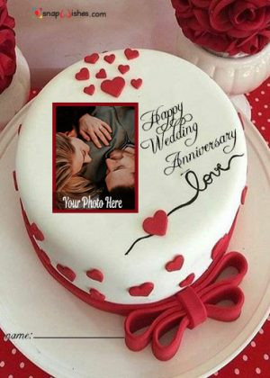 romantic-anniversary-cake-with-photo